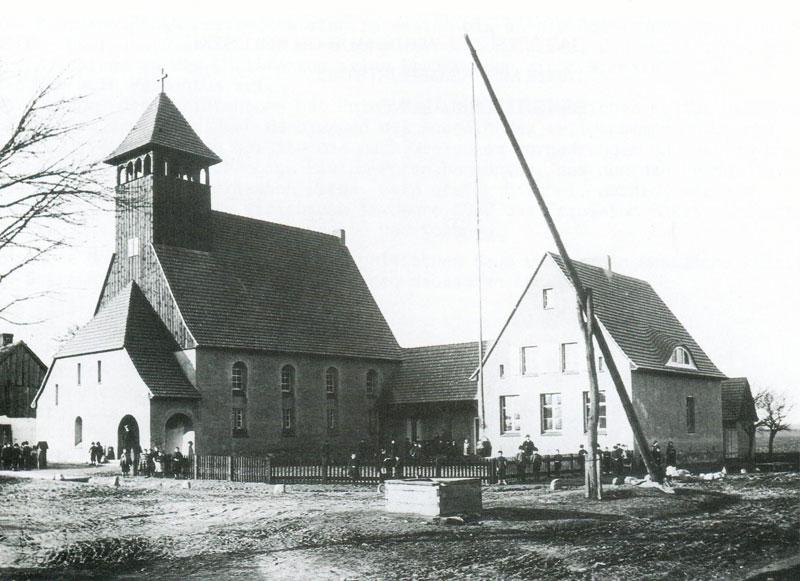 Kościół i szkoła w Bukowcu