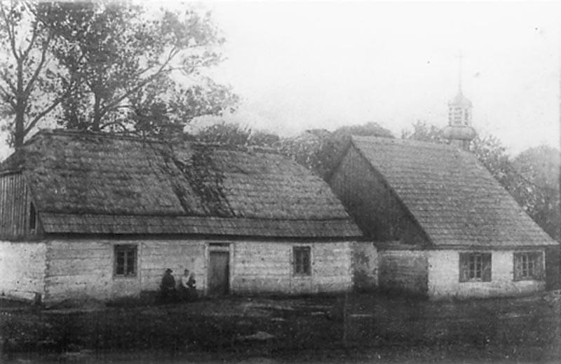 Stary dom modlitwy i budynek szkoły w Dziepółci