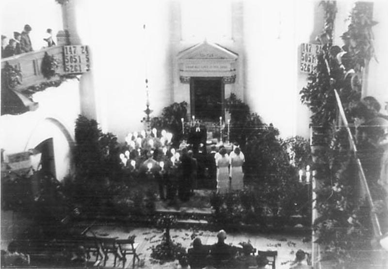 Wnętrze kościoła ewangelicko-augsburskiego w Radomsku (uroczystość konfirmacji). Źródło: Richard Horn...